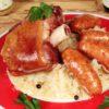 Jambonneau sur choucroute avec saucisses